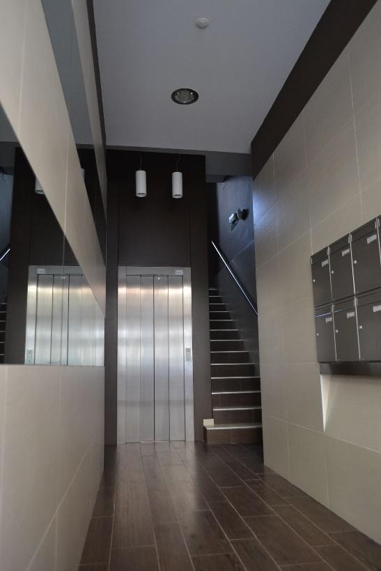 Instal·lació d'ascensor a Pamplona, eliminació de barreres arquitectòniques, accessibilitat, rehabilitació... | Portal de l'habitatge, Rehabilitació de façanes, Planta d'entrada