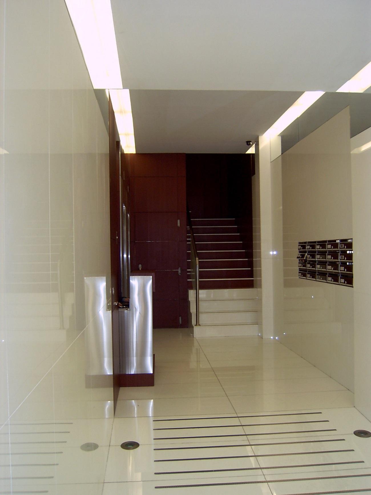 Portal edificio adaptado