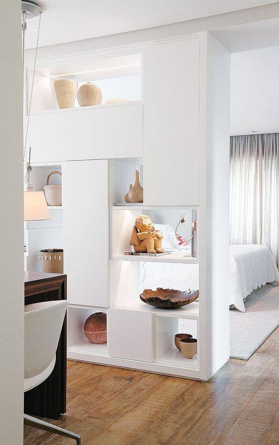 Espacios pequeños: Si no te gustan los espacios diáfanos te damos algunas ideas para separar ambientes con biombos, estanterías...: